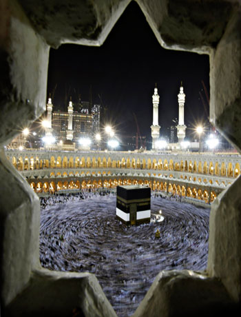 Hajj pilgrims offer prayers for Muslim unity