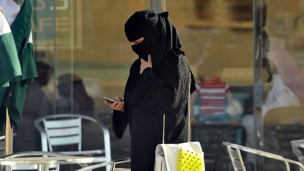 Saudi Arabia: Women take step closer to municipal elections