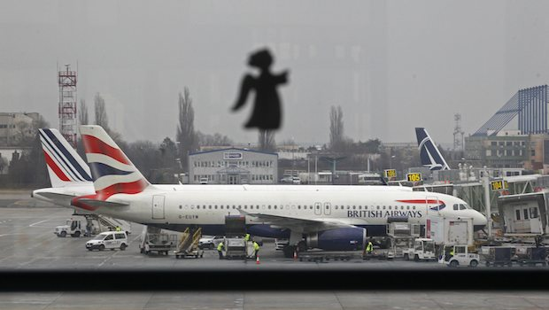 A British Airways airplane waits on the tarmac for a flight to Heathrow airport in Britain on January 1, 2014. (REUTERS/Bogdan Cristel)