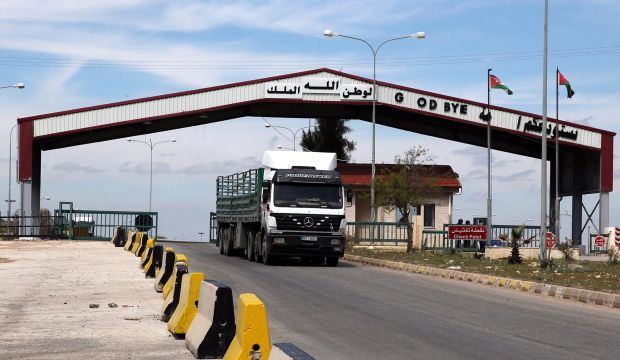 Jordan's overland trade paralyzed by Iraq, Syria border woes