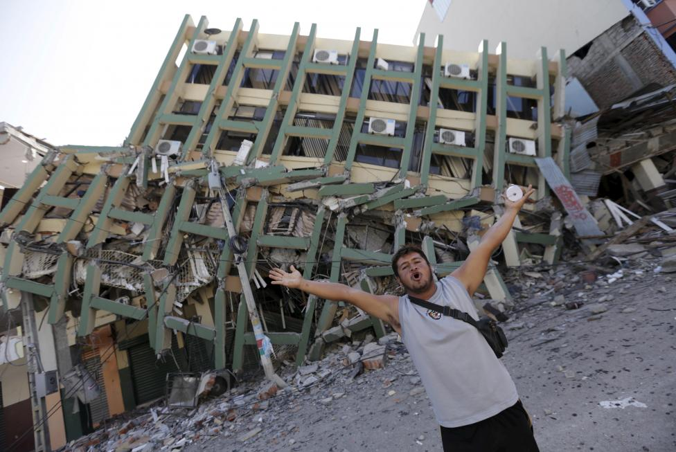 A resident gestures next to a collapsed building after an earthquake struck off the Pacific coast, in Portoviejo, Ecuador, April 18, 2016. REUTERS/Henry Romero