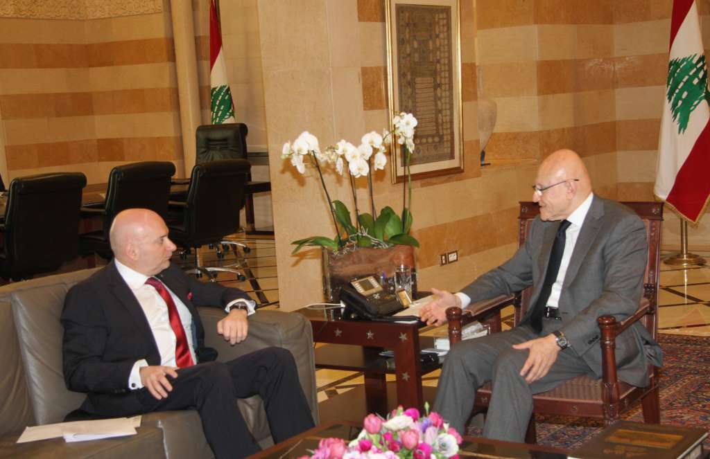 Lebanon's Economy Minister: Hezbollah Presence in Syria is Obstacle to Ties with Gulf