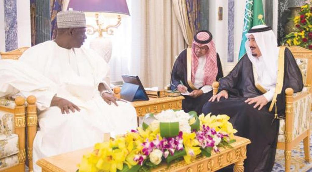 Custodian of the Two Holy Mosques King Salman bin Abdulaziz with Speaker of the Parliament of Niger Ousseini Tinni. / SPA