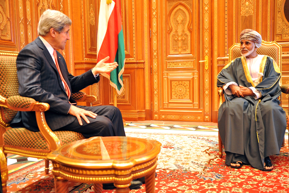 Kerry Holds Discussions with Houthi Officials in Muscat