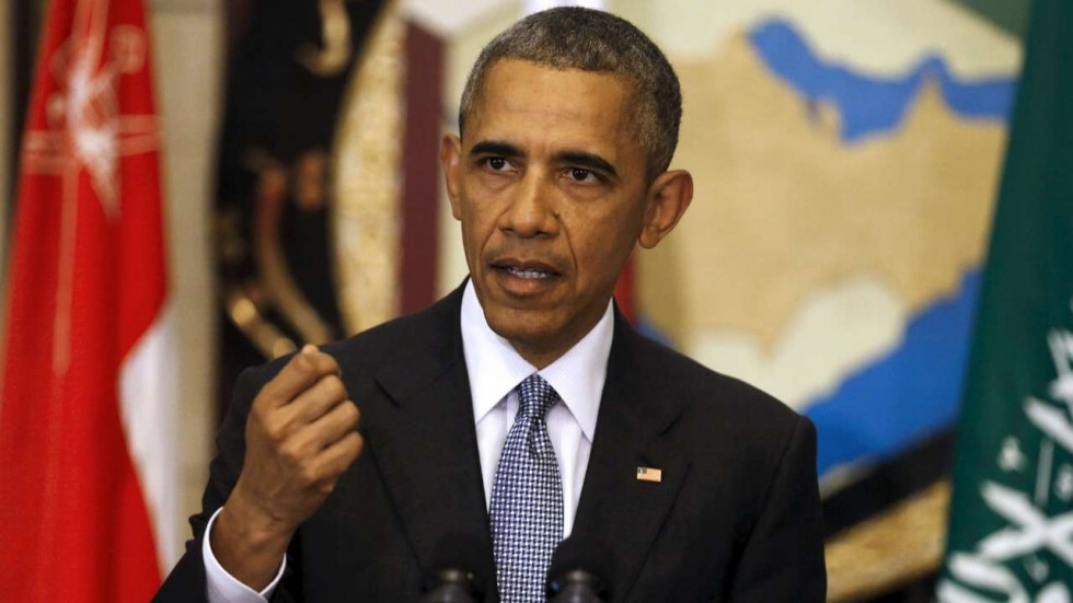 Obama Delivers Speech in Chicago University