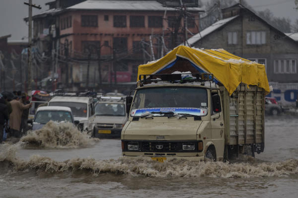 Six Dead in Avalanches Sweeping through India's Disputed Kashmir Region