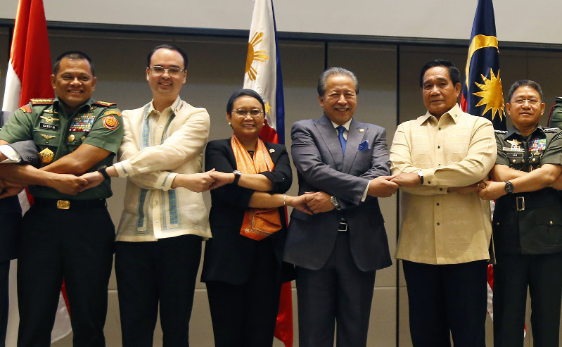 Philippines, Indonesia, Malaysia Agree to 'Cooperate against Extremists'