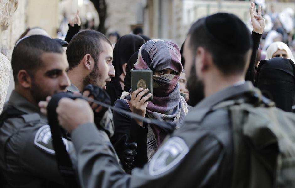 PA, Religious Authorities Reject Israel's Alternatives to E-gates