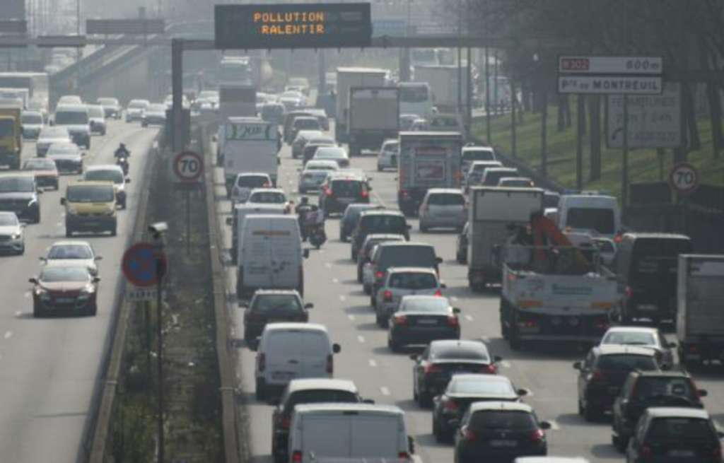 Roads Leading to France, Switzerland, Germany Paralyzed by Traffic