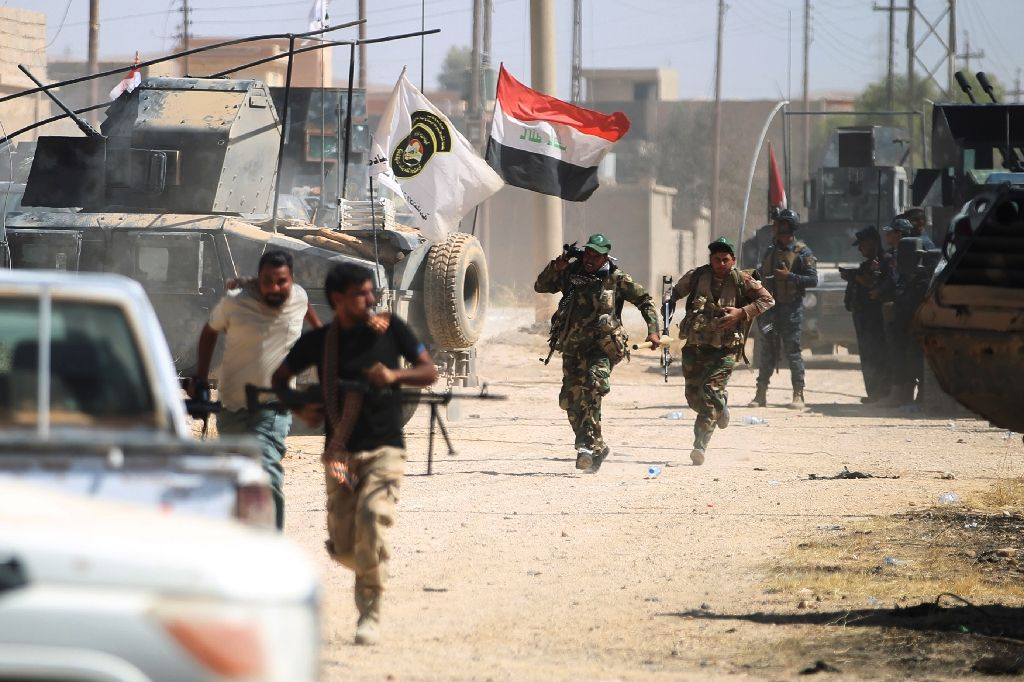 Iraqi forces advance through Tal Afar's Al-Wahda district during an operation to retake the city from the ISIS group on August 24, 2017, Iraq