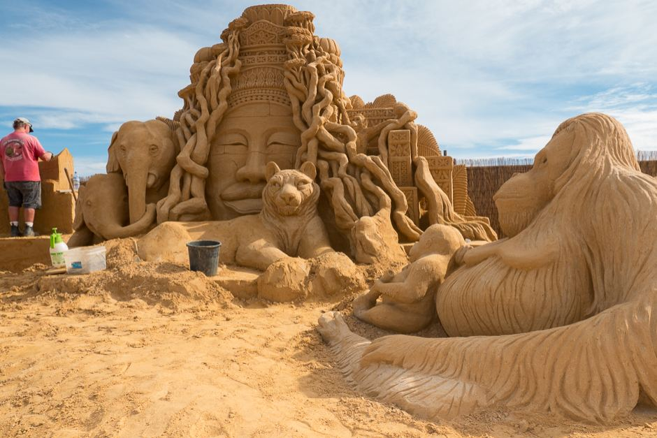Japan's Sand Museum  Features America's History
