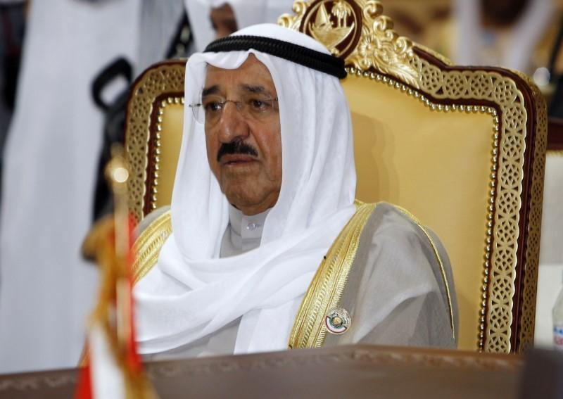 Kuwaiti Emir to Conduct Gulf Tour to Resolve Qatar Crisis