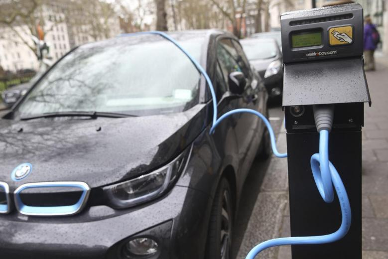 Britain Plans Billion-Pound Boost for Electric Cars
