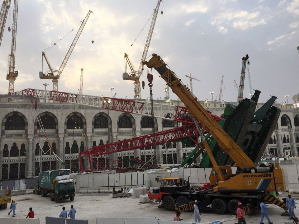 Toppled crane in Makkah Grand Mosque.